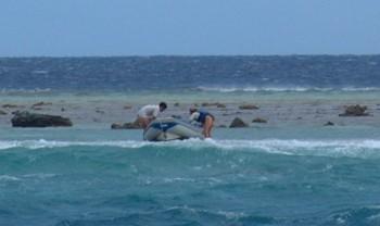 Jon and Sandra from Mariposa rescue our dinghy on a breaking shore