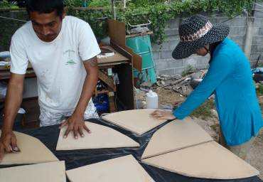 Golf & Mai laying out triangular foam frames for glassing