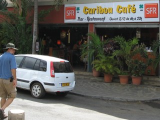 Cafe in Mamoudzou, with French priced lunches