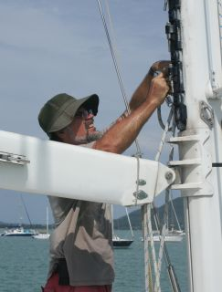 Jon preps the mast & boom for removal