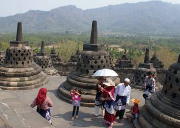 Borobudur ruins entice tourists from many lands